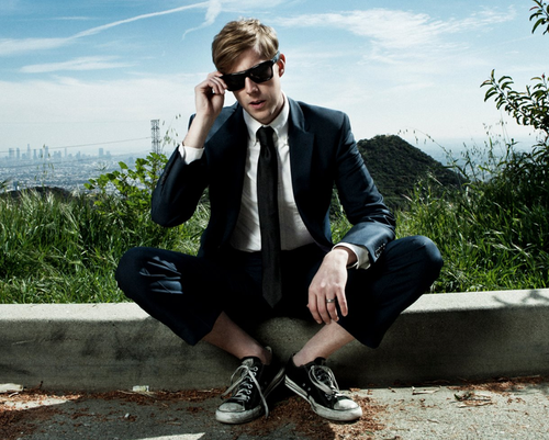 "Andrew McMahon In The Wilderness Releases ""High Dive"" Music Video"