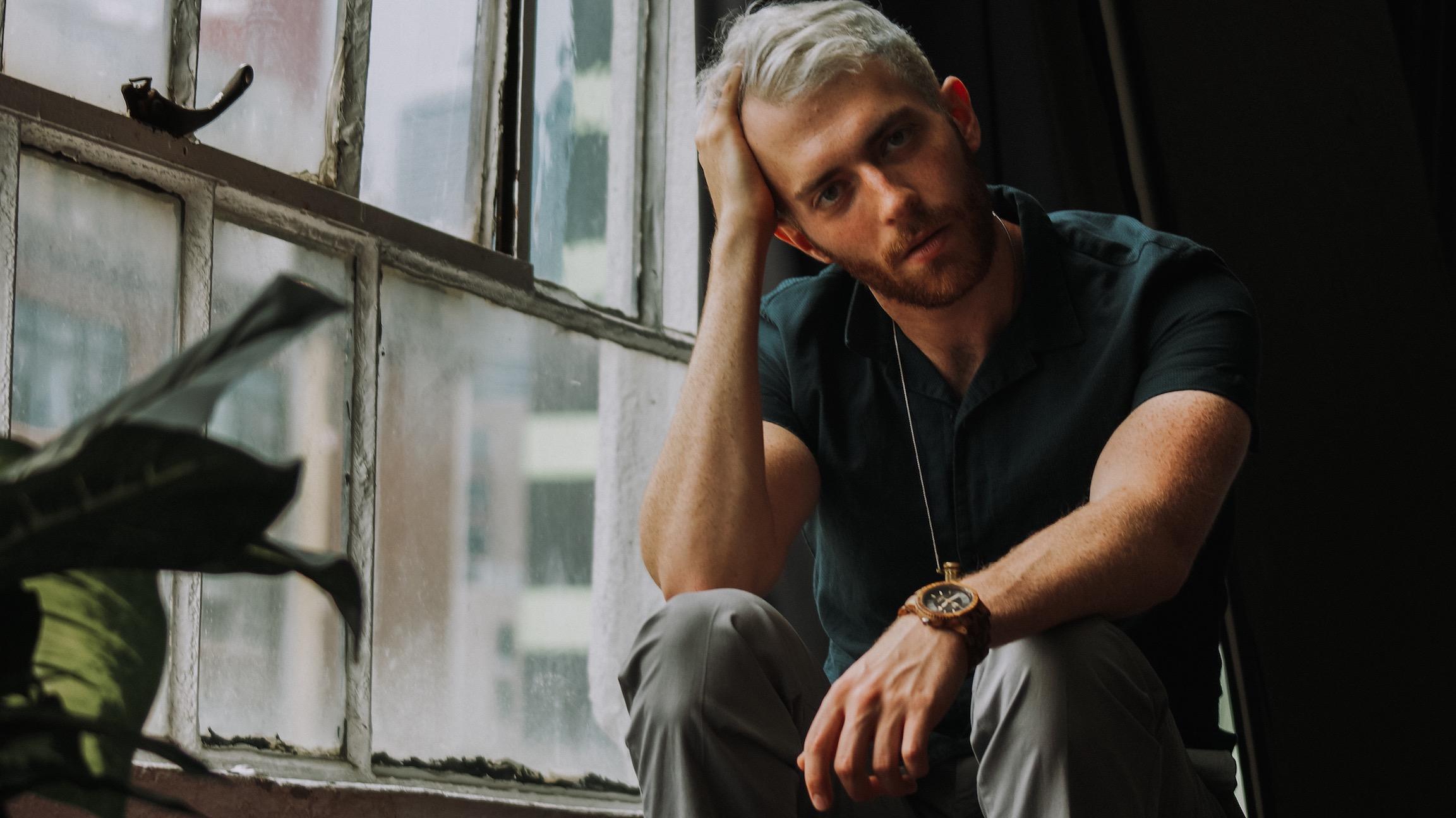 "Jake Benjamin premieres new track ""Bound To You"""